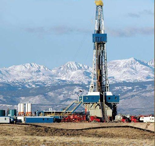 Fracking_508px-Rig_wind_river